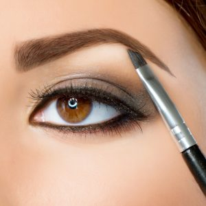 Markering af øjenbryn med pensel