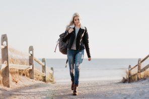 Dame på strand